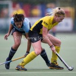 Hockey Hoofdklasse Dames 2012/2013 Laren - De Terriers: (L-R) Macey de Ruiter of Laren, sophie Hafkamp of de Terriers