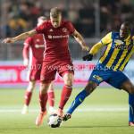 24-02-2017: Voetbal: Almere City FC v FC Oss: Almere (L-R) Rick ten Voorde (Almere City FC, Dominique Kivuvu (FC Oss) Jupiler League 2016 / 2017